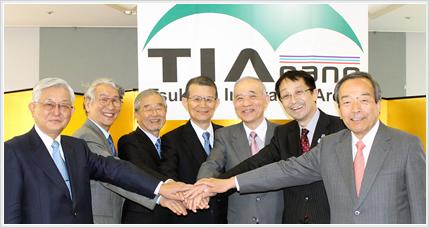 『旧TIA-nano運営最高会議メンバーと岸名誉顧問』の画像